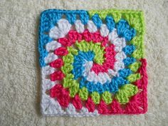 this page is like a treasury of granny squares. If you know how to make granny squares then you can make these! Good thing too, it's not in English. :-)
