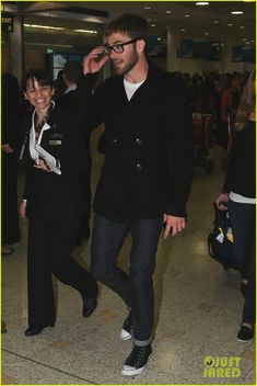 Chris Pine, pea coat, skinny jeans, sneakers and glasses. Good bye cruel world...