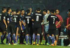 Bekuk Pusamania Borneo FC, Arema Cronus Sempurna