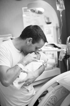 Home birth, hospital birth, biological baby or adopted baby - here are our top ten incredible moments to capture on your baby's first day... 1) Waiting for ba