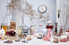 Wundervolle Tableware Highlights - Falstaff LIVING Mark Thomas, Dose, Highlights, Table Decorations, Tableware, Furniture, Home Decor, White Rabbits, Cup And Saucer