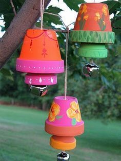 Terra Cotta Garden Bells with tutorial - hoping this will help deter deer from apple trees (seashell art flower pots) Flower Pot Art, Flower Pot Crafts, Clay Flower Pots, Flower Pot People, Clay Pot People, Clay Pot Projects, Clay Pot Crafts, Art Projects, Project Ideas
