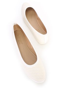 White Textured Scale Pattern Flats Faux Leather
