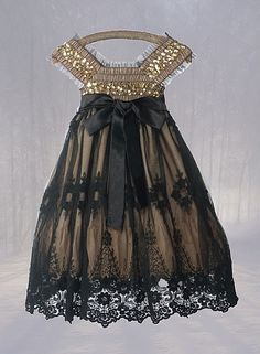 Black & Gold / Bridesmaids (Bridesmaids won't be wearing this...just these colors)