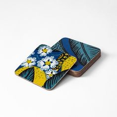 Adorn the table setting with placemats, trivets & coasters. Discover Svenskt Tenn's range with beautiful patterns by Josef Frank and Estrid Ericson. Josef Frank, Cookie Designs, Beautiful Patterns, Flocking, Coasters, Zip Around Wallet, Table Settings, Prints, Tableware