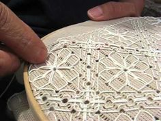▶ Deshilado guías o barras (4 de 6) - YouTube Drawn Thread, Thread Work, Hardanger Embroidery, Cross Stitch Embroidery, Plastic Canvas Stitches, Chicken Scratch, Point Lace, Lace Doilies, Bargello