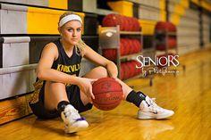 Basketball Senior Picture Idea - Sports Senior Picture Ideas - Seniors by Photojeania #sportsseniorpictureideas  #sportseniorpictures #seniorsbyphotojeania