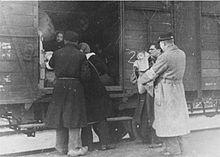10) Na 18 maanden in de Schouwburg werd Süskind en zijn familie naar Westerbork getransporteerd. Zijn vrouw en kind werden vergast en hijzelf stierf waarschijnlijk in een van de vele dodenmarsen.