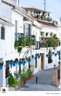 Het dorp Mijas vlak bij Málaga, Spanje. Erg fotogeniek om te zien tijdens je roadtrip door Andalusië.
