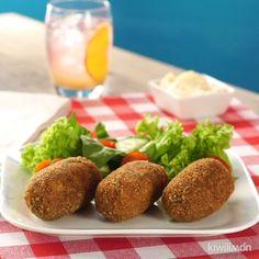 """13.2 mil Me gusta, 79 comentarios - kiwilimón (@kiwilimon) en Instagram: """"¡Aprovecha que toda la familia está en casa y consiéntelos con estas crujientes croquetas rellenas!…"""" Enchiladas, Relleno, Baked Potato, Main Dishes, Potatoes, Baking, Ethnic Recipes, Instagram, Food"""