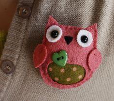 Pink n green owl brooch by Danielleorama, via Flickr