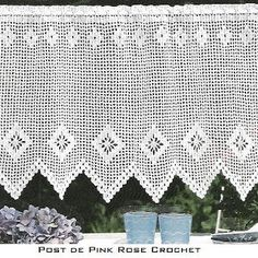 """Crochet curtain, filet work with diagram - click on """"grafico"""" to view the diagram."""