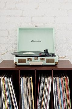 A must for any vinyl head. A record player in a suitcase!?