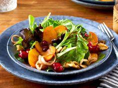 Wintersalat mit Kaki und Cranberrysoße Rezept | LECKER