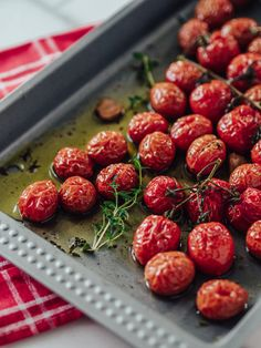 Uunissa paahdetut kirsikkatomaatit   Annin Uunissa Brunch, Strawberry, Vegetables, Fruit, Recipes, Food, Drinks, Kite, Drinking