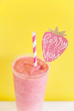 Make some delicious mothers day smoothies for mom with some cute FREE printable drink stirrers.