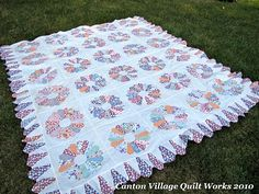 antique dresden quilt with cute border my ufo's Picnic Blanket, Outdoor Blanket, Dresden Plate Quilts, Cute Borders, Galveston Island, Quilt Patterns, Quilting Ideas, Quilt Kits, Quilt Top