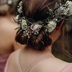 W E D D I N G ➳ Loving the hair by @aurumhairstylists + florals by @amaryllisforflowers on the bridesmaids in our latest wedding! Check out all the beauty at paperandlace.com (or via the link in my profile) 💕 . .  CREDITS Photographer @acornphotographynz | Flowers @amaryllisforflowers | Venue Glenfalloch Gardens & Restaurant | Stationery + Signage @justmytype_nz | Welcome Sign @harlancreative | Hair @aurumhairstylists | Makeup Ivy Make up Artists | Cake @thetarttin | Celebrant Nicola Wall…