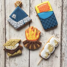 It's a bank holiday weekend and we've made camping to celebrate. Complete with toasted marshmallows, smores, a tent and of course a sleeping bag! Cut Out Cookies, Cute Cookies, Cupcake Cookies, Cupcakes, Cookie Favors, Baby Cookies, Flower Cookies, Heart Cookies, Iced Sugar Cookies