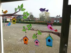 Window decor for feed the birds project - spring basteln herbst, kindergart Classroom Window Decorations, School Decorations, Classroom Decor, Decoration Creche, School Murals, Spring School, Spring Painting, Window Art, Spring Crafts