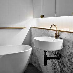 ~ HAMPTON PENTHOUSE ~ Bathroom at our Hampton Penthouse project. All images now up on our website! Link in bio. #wearehuntly #weareresidential #wah @buildarkgroup