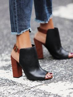 Spring Fashion + Street Style Trend: Frayed denim hems I have the shoes. Give me the frayed denim. Love the shoes & the idea of cutting my jeans. Stilettos, Pumps, High Heels, Stiletto Heels, Crazy Shoes, Me Too Shoes, Shoes For Work, Open Boot, Boots Cuir