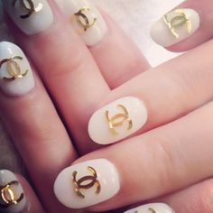 Maybe on one finger on each hand Fabulous Nails, Gorgeous Nails, Pretty Nails, Hot Nails, Hair And Nails, Chanel Nails, Chanel Chanel, Chanel Sign, Chanel Brand