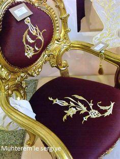 Muhterem'le Sergiye: 2015 İSMEK FESHANE SERGİSİ-MAKİNE NAKIŞI-MARAŞ İŞİ (6) Machine Embroidery Patterns, Embroidery Designs, Royal Furniture, Gold Work, Ribbon Work, Islamic Calligraphy, Handicraft, Pillow Covers, Diy And Crafts