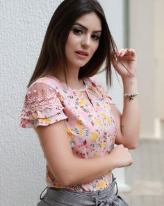 Best 12 This one is Rank 👌 – SkillOfKing. Sleeves Designs For Dresses, Sleeve Designs, Saree Blouse Designs, Blouse Styles, Cute Blouses, Blouses For Women, Dress Sewing Patterns, Womens Fashion For Work, Designer Dresses