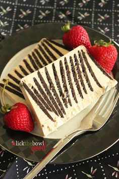 Low-Cal Cheddar-Cauliflower Soup Gourmet Food Sweet Potato and Bacon Tartine Fig Jam White Chocolate Espresso Icebox Cake Frozen Desserts, Just Desserts, Delicious Desserts, Yummy Food, Slow Cooker Desserts, Sweet Recipes, Cake Recipes, Dessert Recipes, Chocolate Espresso
