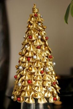 vianočné stromčeky / christmas tree hand made by wedding d – BuzzTMZ Handmade Christmas Decorations, Christmas Ornament Crafts, Christmas Crafts For Kids, Diy Christmas Ornaments, Xmas Decorations, Christmas Projects, Simple Christmas, Kids Christmas, Holiday Crafts