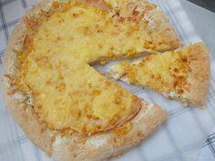 Hogyan tehetjük a pizzát változatossá? Töltsük meg a szélét finom sajttal és cseréljük le a paradicsomszószt zöldfűszeres joghurtalapra! :) Gluténmentes sajtos szélű pizza Alfa-Mix lisztkeverékből. NATURBIT receptek minden alkalomra! Pizza, Minden, Cheese, Food, Eten, Meals, Diet
