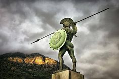 - A towering statue overlooking the battlefield of Thermopylae of the heroic Spartan king, Leonidas (Λεωνίδας) - Photo:vinyl-djs Ancient Art, Ancient History, Greece Mythology, Greek Warrior, Turn To Stone, Greek Statues, The Valiant, Greek History, Greek Culture
