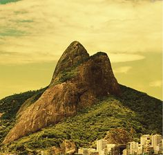 The iconic Sugar Loaf Mountain