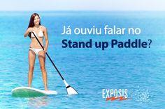 Para praticar Stand up Paddle você precisa ficar em pé em longas pranchas e usar um remo para flutuar sobre a água. O esporte se popularizou no Brasil e, inclusive, o campeão mundial é o brasileiro Leco Salazar!