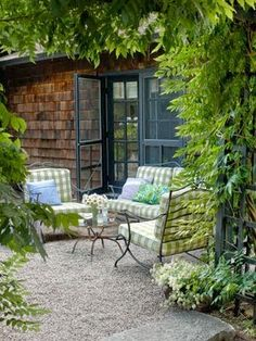 patio  http://www.mygardendecor.net/2014/09/3-carefully-cultivated-home-desing.html