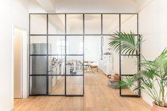 Stahl Glas Trennwand, Raumteiler, Trennwand aus Winkeleisen und T-Eisen. Brüniert und nicht lackiert.