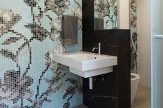 5 Ways to Style your Bathroom with Glass Mosaic Tiles