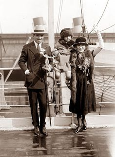 Old Picture of the Day: Douglas Fairbanks and Mary Pickford