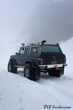 Jeep Wagoneer - nice snow tires!