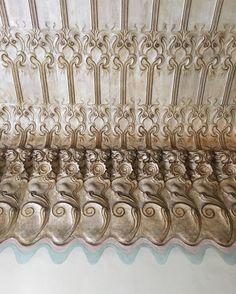 Allure of art Nouveau.Modest Barcelona entrance hall. Ceiling. #modest#entrance#hall#decor #decoration #decorative #design #detail #tiles#1900s #architecture #artnouveau #interior #inspiration #interiordecor #interiordesign #interiordecoration #chic #style #luxury #lifestyle #livingwithstyle #beautiful #barcelona