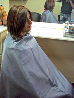 peignoir Long Hair Cuts, Long Hair Styles, Hair Barber, Bald Girl, Longer Hair, Barber Chair, Great Pictures, Barbershop, Hairdresser