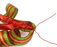 Party Ideas by Mardi Gras Outlet: DIY Christmas Bow Video: Double Bow with Deco Mesh Christmas Tree Bows, Christmas Mesh Wreaths, Christmas Ornament Crafts, Christmas Diy, Winter Wreaths, Spring Wreaths, Summer Wreath, Burlap Bubble Wreath, Burlap Bows