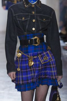 The Big Jewelry News From the Fall 2018 Collections - Versace Fall 2018 Aesthetic Fashion, Aesthetic Clothes, Look Fashion, 90s Fashion, Korean Fashion, Runway Fashion, High Fashion, Fashion Show, Fashion Outfits