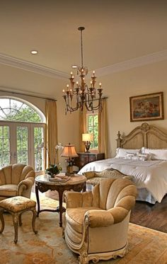 Elegant English country living room ideas for your home. English cottage interior design suggestions and inspiration. French Country Bedrooms, French Country House, Country Décor, Country Living, European House, French Cottage, Country Bathrooms, Country Homes, French Decor