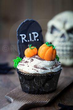 Halloween cupcake - by Ruth Black