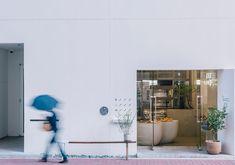 中本尋之 / FATHOMによる、広島・呉市のベーカリーショップ「Ripi」です。 広島県呉市の呉駅 … Bread Shop, Coffee Shop Design, Japan Design, Cafe Restaurant, Bakery, Interior Design, Architecture, Instagram Posts, Furniture
