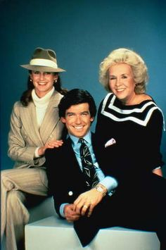 Stephanie Zimbalist as Laura Holt, Doris Roberts as Mildred Krebs & Pierce Brosnan as Remington Steele - Stephanie Zimbalist, Pierce Brosnan, Movies And Series, Movies And Tv Shows, Detective Shows, Tv Detectives, Braut Make-up, Old Shows, 1980s