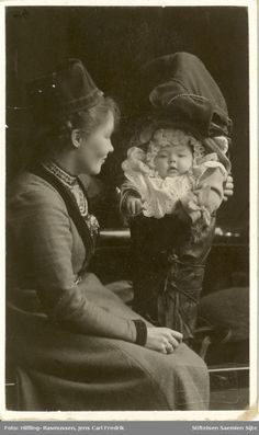 Sigrid Nordfjell with child in Komse