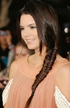 Nuevas Tendencias en Peinados - Para Más Información Ingresa en: http://trucoscaserosparaelpelo.com/nuevas-tendencias-en-peinados/